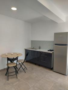 A kitchen or kitchenette at Villa Romelia