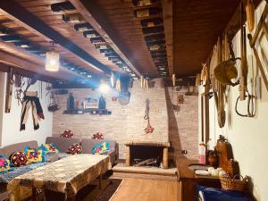 Un restaurante o sitio para comer en Kompleksi Zorgji