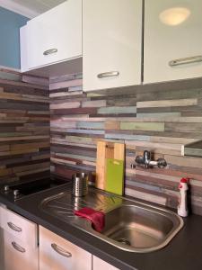 A kitchen or kitchenette at Tafi Apartman