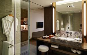 A bathroom at Silks Place Tainan