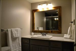 A bathroom at Lake Placid Inn: Residences
