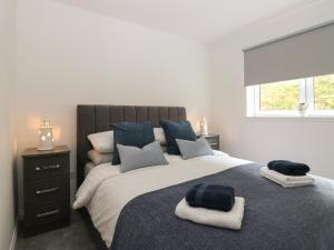 A bed or beds in a room at Ocean View