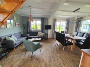 Ein Sitzbereich in der Unterkunft Ferienhäuser Oberdorla