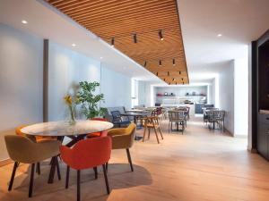 Restaurant ou autre lieu de restauration dans l'établissement ibis Styles Den Haag Scheveningen