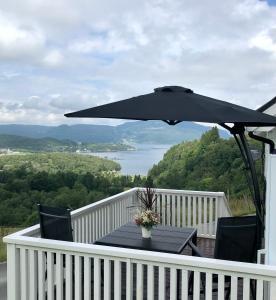 En balkong eller terrasse på Fjord road