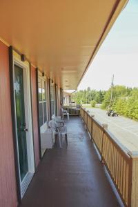 A balcony or terrace at Silverwood Motel