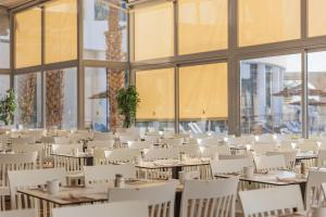 A restaurant or other place to eat at Daniel Dead Sea Hotel