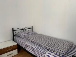A bed or beds in a room at La- Apartment