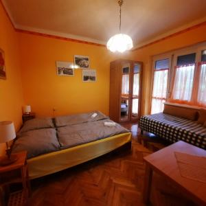 A bed or beds in a room at Horst Apartmanok