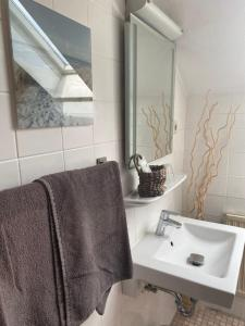 A bathroom at Messezimmer Stockum