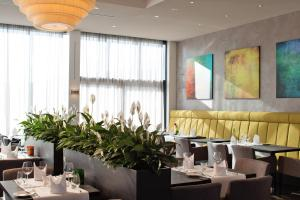 A restaurant or other place to eat at Vital Hotel Frankfurt