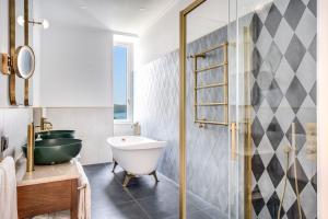Salle de bains dans l'établissement Hotel Mediterraneo