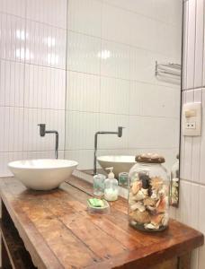 A bathroom at Pousada Lacosta