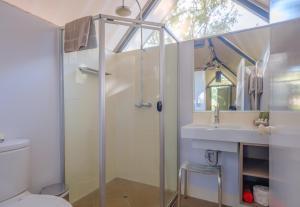 A bathroom at Emma Gorge Resort at El Questro