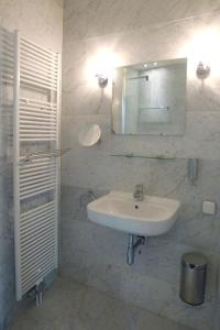 A bathroom at Boutique hotel Sint Jacob
