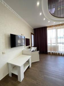 Телевизор и/или развлекательный центр в Гостиница Арагац 2