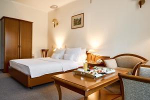 Кровать или кровати в номере Voznesensky Hotel