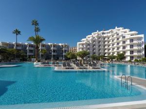 The swimming pool at or close to Apartamentos Hg Tenerife Sur