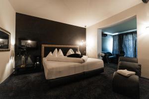 Ein Bett oder Betten in einem Zimmer der Unterkunft Maiers Kuschelhotel Loipersdorf Deluxe - ADULTS ONLY