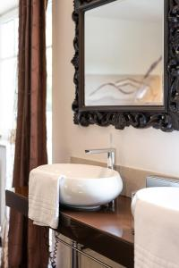A bathroom at Maiers Kuschelhotel Loipersdorf Deluxe - ADULTS ONLY