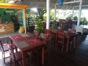A restaurant or other place to eat at Twin Bay Resort