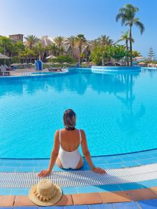 Het zwembad bij of vlak bij H10 Playa Meloneras Palace