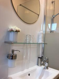 Salle de bains dans l'établissement Hotel 't Witte Huys Scheveningen