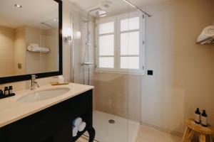 Salle de bains dans l'établissement Hôtel Des Gouverneurs