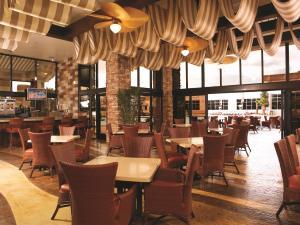 Ein Restaurant oder anderes Speiselokal in der Unterkunft Excalibur