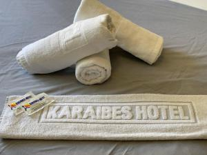 A bed or beds in a room at Karaibes Residence