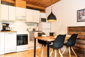 A kitchen or kitchenette at Kuuru Apartments Etelärinne