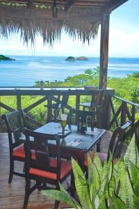 Un restaurante o sitio para comer en Condovac La Costa All Inclusive
