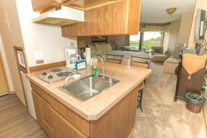 A kitchen or kitchenette at Grey Gull