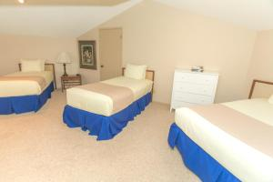 A bed or beds in a room at Grey Gull