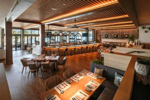 A restaurant or other place to eat at Turtle Bay Resort