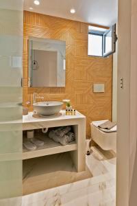 A bathroom at George Beach Studios