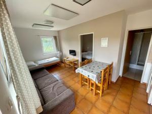 Ein Sitzbereich in der Unterkunft Holiday Village Senec