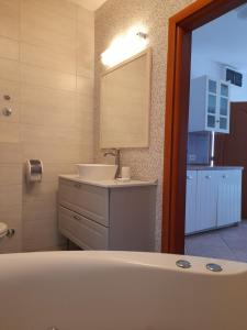 Ein Badezimmer in der Unterkunft Family Resort Hotel Manora 4 Stars