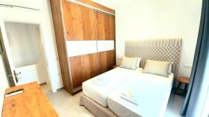 A bed or beds in a room at Privilege houses Mykonos by villa evi