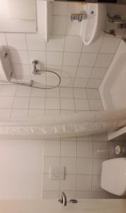 A bathroom at 4Lionshostel