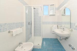 A bathroom at Albergo Atlantic