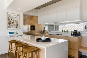 A kitchen or kitchenette at Luxe 5-floor Townhouse with Water and Mountain Views near Beach