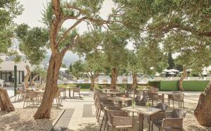 A restaurant or other place to eat at Bluesun hotel Neptun - All inclusive
