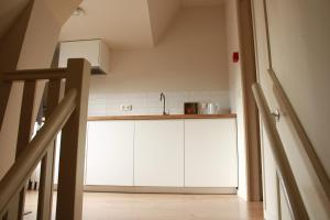 Een keuken of kitchenette bij HOLT Hotel