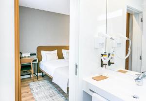 Uma cama ou camas num quarto em LX SoHo Boutique Hotel