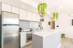 A kitchen or kitchenette at Luxury Apartments In Palermo