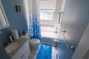 A bathroom at Meticulous,Beautiful, 3 Bedroom Home !
