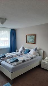Ein Bett oder Betten in einem Zimmer der Unterkunft Holiday accommodation - swimming pool available
