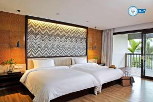 A bed or beds in a room at Sareeraya Villas & Suites - SHA Plus