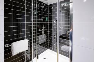 A bathroom at Holiday Inn Express Manchester City Centre Arena, an IHG Hotel